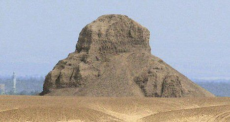 piramide of king amenemhat iii